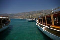 Mening aan Middellandse Zee (schepen & eiland) Stock Afbeelding