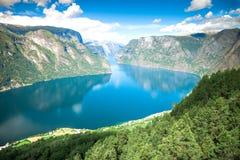 Mening aan Sognefjord in Noorwegen Stock Foto's