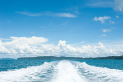 Mening achter de snelheidsboot Stock Fotografie