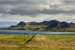 Mening bij berglandschap in IJsland Stock Afbeelding