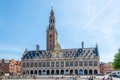 Mening bij de bouw van Universitaire Bibliotheek in Leuven - België stock foto's