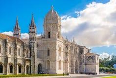 Mening bij de kerk van Santa Maria de Belem en Klooster van Jeronimos in Lissabon, Portugal royalty-vrije stock fotografie