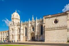 Mening bij de kerk van Santa Maria dichtbij Klooster van Jeronimos-Klooster in Lissabon - Portugal royalty-vrije stock foto's