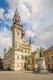 Mening bij de Stadsklokketoren van Aalst in België stock foto's