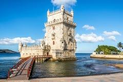 Mening bij de toren van Belem bij de bank van Tejo River in Lissabon, Portugal royalty-vrije stock afbeeldingen