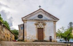 Mening bij de voorgevelkerk van Heilige Geest in Caldas da Rainha, Portugal Stock Fotografie