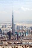 Mening bij de wolkenkrabbers van Road van Zayed van de Sjeik in Doubai Royalty-vrije Stock Foto's