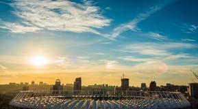 Mening bij hoofdvoetbalstadion, zonsondergang en de mening Royalty-vrije Stock Foto