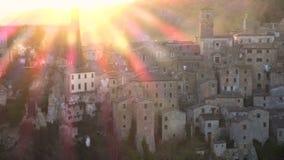 Mening bij oude beroemde tuff stad Sorano stock video