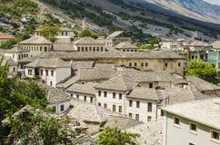 Mening bij oude stad van Gjirokastra in Albanië Stock Afbeelding