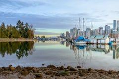 Mening de Van de binnenstad van Vancouver van Stanley Park royalty-vrije stock foto