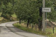 Mening dichtbij Zitkova-dorp in de bergen van Galkarpaty stock foto's