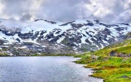 Mening die van Djupvatnet-meer 1016 meter boven overzees - niveau liggen - Noorwegen Stock Afbeeldingen