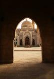 Mening door de boog van Moskee al-Mustafa in Sharm el Sheikh Stock Fotografie