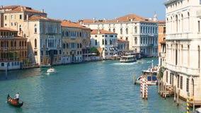 Mening in Grand Canal in Venetië in de avondtijd Italië stock videobeelden