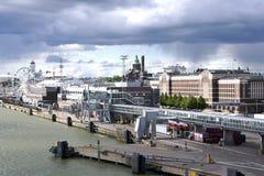 Mening langs de rivieroever en de zeehaven van Turku, Finland Stock Foto