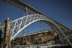 Mening in Luis I brug van onderaan, Porto, Portugal Royalty-vrije Stock Afbeelding