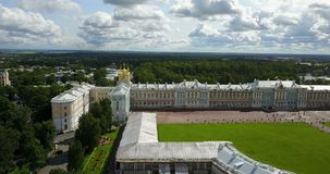 Mening met bovenkant van de hommel op het Paleiszaal van Katherine ` s in Tsarskoe Selo Pushkin, Rusland stock video