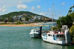 Mening naar de stad en het strand van Yeppoon in Queensland Stock Foto