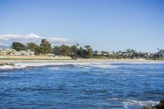 Mening naar het Tweelingstrand van de Merenstaat van de nabijgelegen pier, Santa Cruz, Californië royalty-vrije stock foto