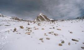 Mening om berg, Manier aan Everest-basiskamp te bedekken royalty-vrije stock foto's