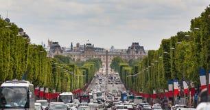 Mening onderaan Champs Elysees naar Groot paleis Stock Afbeelding