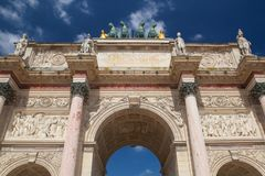 Mening over Arc de Triomphe in Parijs frankrijk stock foto's