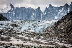 Mening over Argentiere-gletsjer Wandeling aan Argentiere-gletsjer met Th stock afbeeldingen