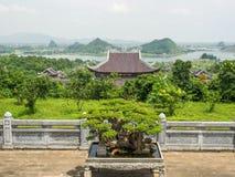 Mening over Bai Dinh-tempel in Ninh Binh Stock Foto