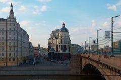 Mening over Balchug-straat in Moskou Royalty-vrije Stock Afbeelding
