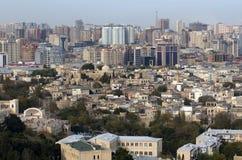 Mening over centrum van Baku en oude stad Royalty-vrije Stock Afbeeldingen