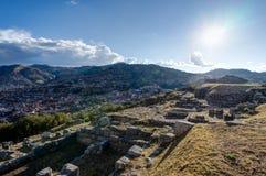 Mening over Cusco Peru met blauwe hemel en wolken Royalty-vrije Stock Afbeeldingen