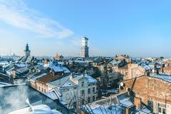 Mening over daken van oude stad stock foto