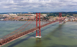 Mening over 25 DE Abril Bridge - Lissabon Royalty-vrije Stock Afbeeldingen