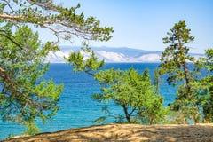 Mening over de bergen op het meer van Baikal Stock Afbeelding