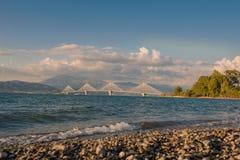 Mening over de brug rion-Antirion dichtbij Patras, Griekenland Stock Afbeelding