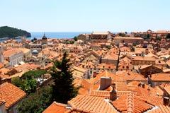 Mening over de daken van de oude stad van Dubrovnik stock fotografie