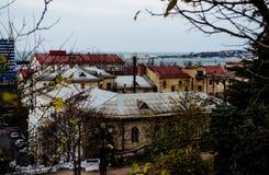 mening over de daken van huizen royalty-vrije stock foto