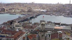 Mening over de de Gouden Hoorn en Galata-Brug in Istanboel stock video