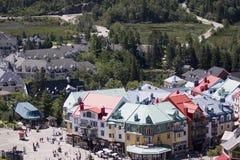 Mening over de gekleurde gebouwen en het vakantiepark Royalty-vrije Stock Foto's