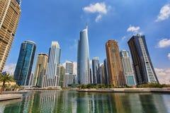 Mening over de Jumeirah-wolkenkrabbers van Merentorens Stock Foto's