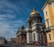 Mening over de Kathedraal van Heilige Isaac in Heilige Petersburg stock afbeeldingen