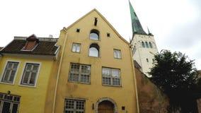 Mening over de Kerk Niguliste van Sinterklaas ` Oude stad, Tallinn, Estland stock videobeelden