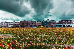Mening over de mooie gebouwenvoorgevels op het centrale vierkant in de stad van Delft, Netherland royalty-vrije stock fotografie