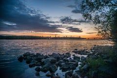 Mening over de rivier en cityscape van Drepr Dnieper bij Stock Afbeeldingen