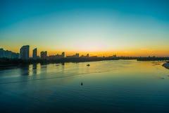 Mening over de rivier en cityscape van Drepr Dnieper bij Royalty-vrije Stock Foto
