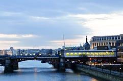Mening over de rivier van Theems bij nacht, Londen Royalty-vrije Stock Foto