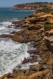 Mening over de rotsen van de kustlijn in oceaan Royalty-vrije Stock Afbeelding