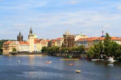 Mening over de Vltava-rivier in Praag royalty-vrije stock fotografie