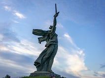 Mening over de Vraag van het beeldhouwwerkvaderland op de bovenkant van Mamayev Kurgan, herdenkings complex van de Stalingrad-Sla royalty-vrije stock foto